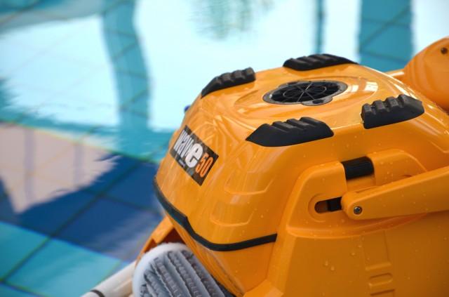 Почистващ робот DOLPHIN WAVE 50